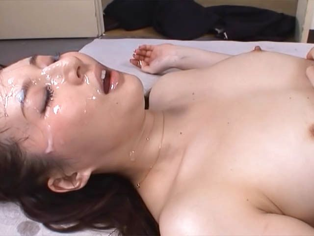 BukkakeNow.com - Yui Tatsumi - Yui Tatsumi deals tasty dicks in group action (404p/404p) - 10 January 2021