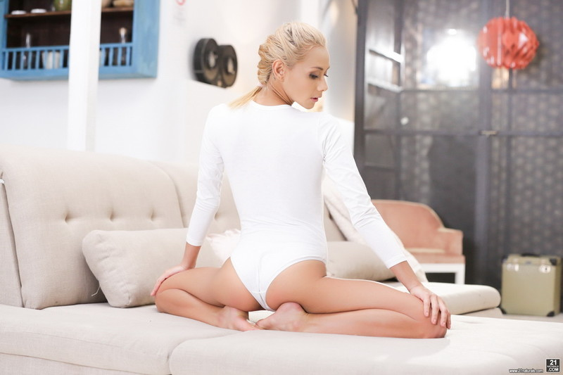 Veronica Leal ~ Blonde Beauty ~ 21Naturals/21Sextury ~ SD 544p