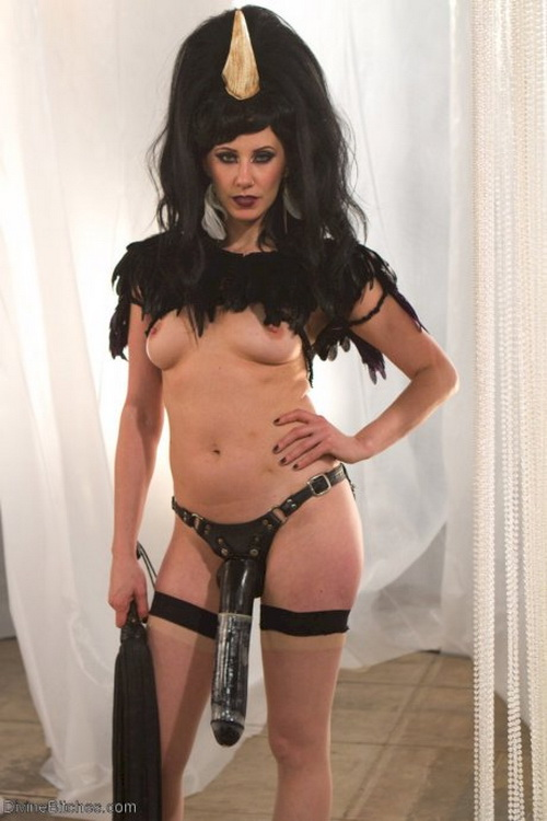 The Black Queen and the Essence of Man - Lorelei Lee , Maitresse Madeline , Kip Johnson , Santiago and Reed Jameson [DivineBitches] (HD 720p)