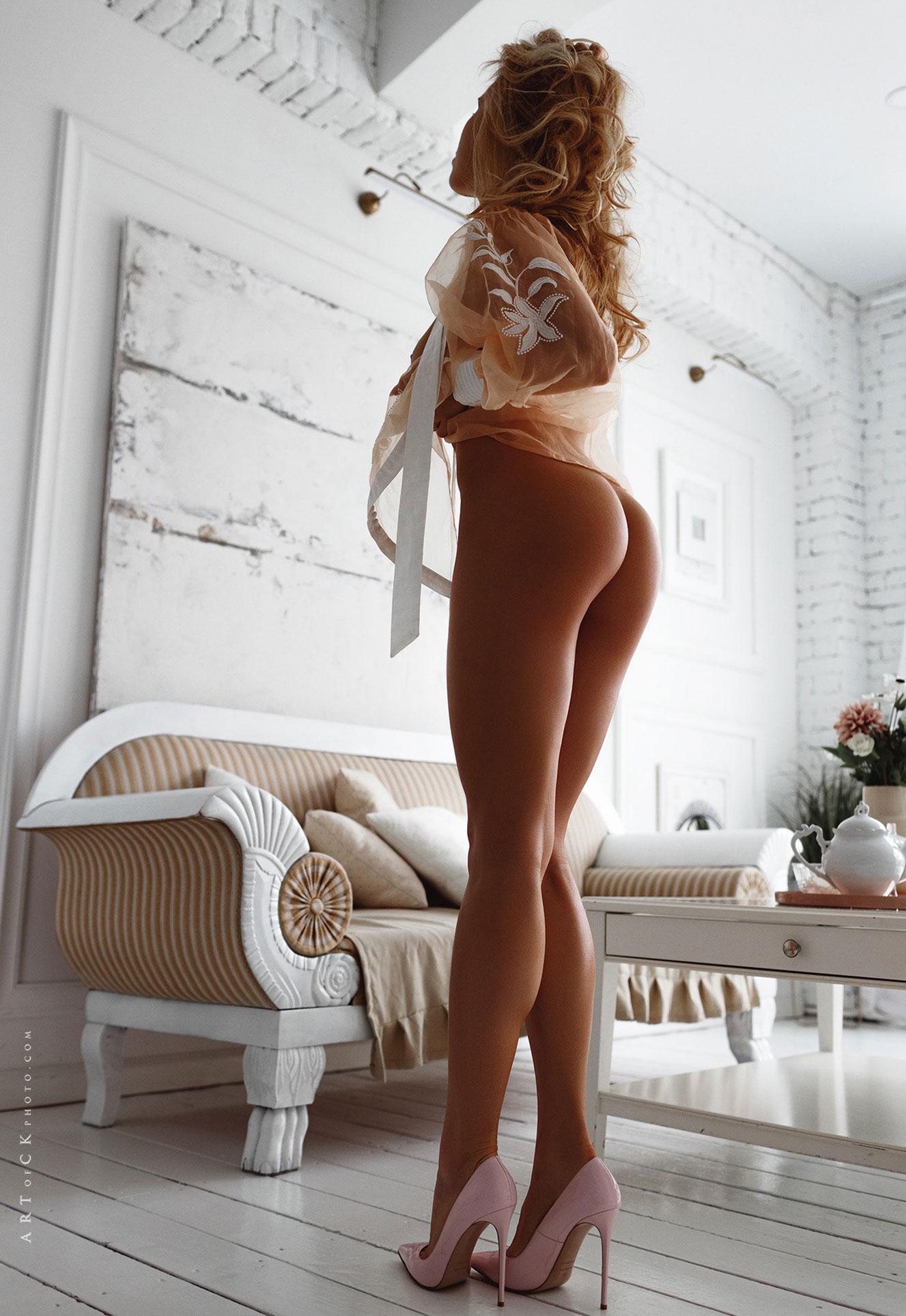 самая сексуальная русская медсестра в домашней обстановке / фото 04
