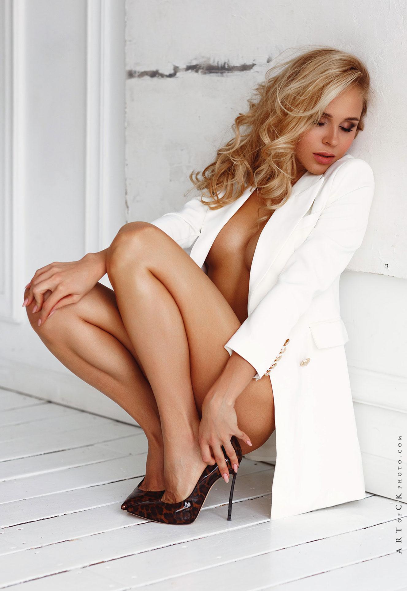 самая сексуальная русская медсестра в домашней обстановке / фото 05