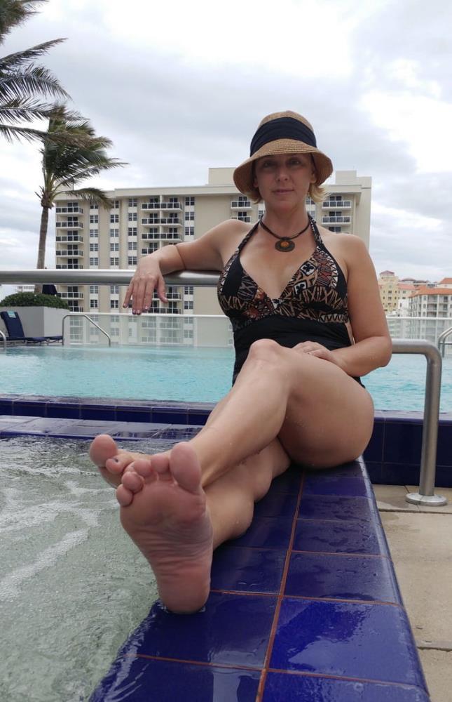 BriannaBeach.xxx - Brianna Beach - I scored a soccer mom (720p/HD)