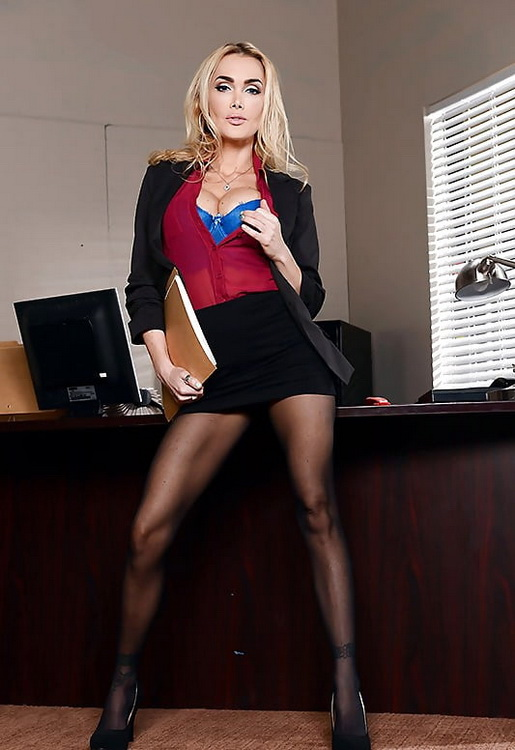 [BigTitsAtWork/Brazzers] - Devon - Sharing The Secretary (2021 / SD 480p)