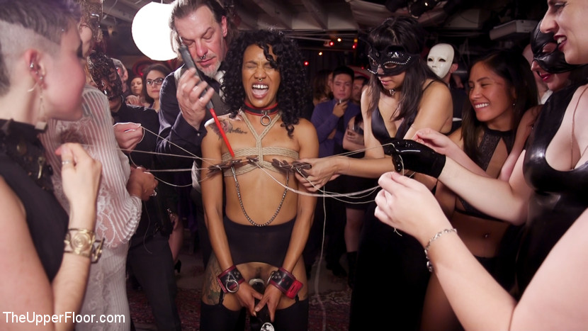 TheUpperFloor.com/Kink.com: Nikki Darling, Donny Sins, Dee Williams - Well Trained Anal Sluts Service Folsom Orgy [SD 540p] (868 MB) - February 8, 2019