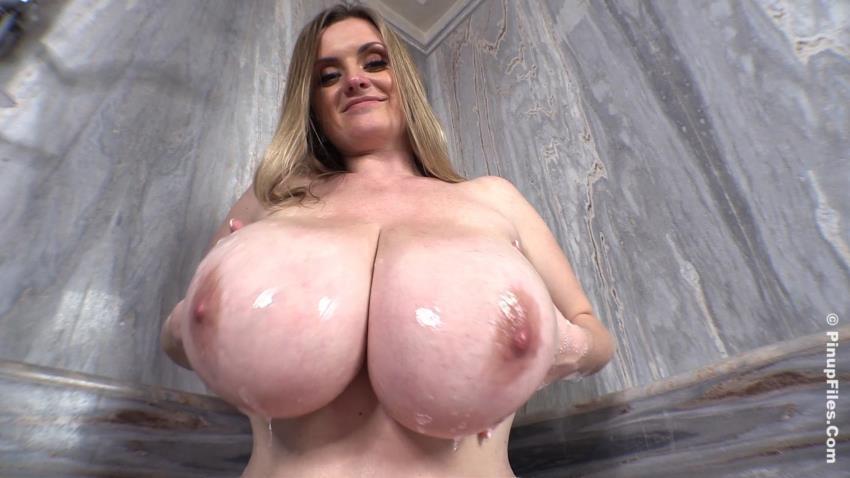 Maria Body - Holiday Bubbles 2 [PinupFiles.com] HD 720p - January 1, 2019