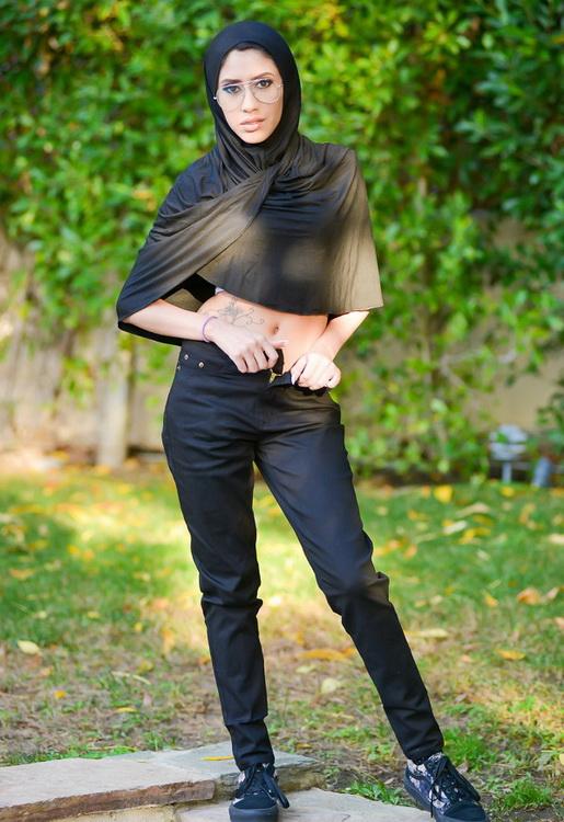Angel Del Rey ~ Tiny Muslim Teen Lives The Anal Dream ~ ExxxtraSmall/TeamSkeet ~ FullHD 1080p