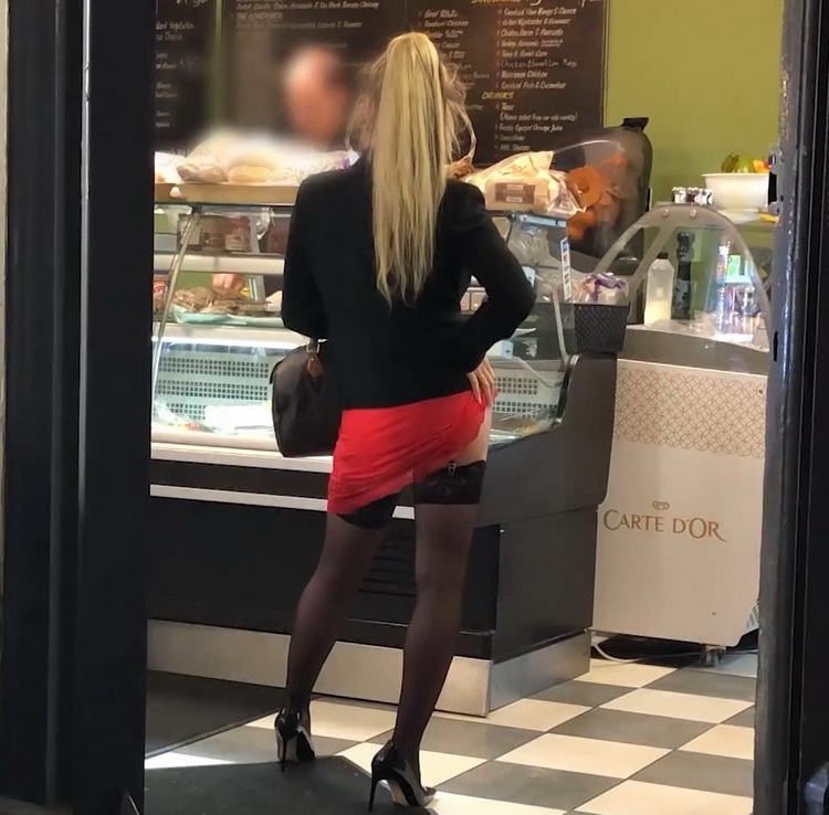 Barbie - Barbie, 28 years old, inveterate gourmet! [FullHD/1080p/1.07 GB] JacquieEtMichelTV/Indecentes-Voisines