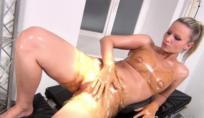 NastyRubberGirls.com: Unknown - video 0004 [HD 720p] (575 MB)
