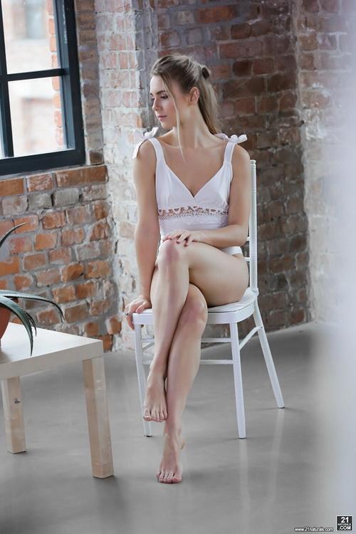 Alecia Fox - Classic Romance [21Naturals/21Sextury] FullHD 1080p