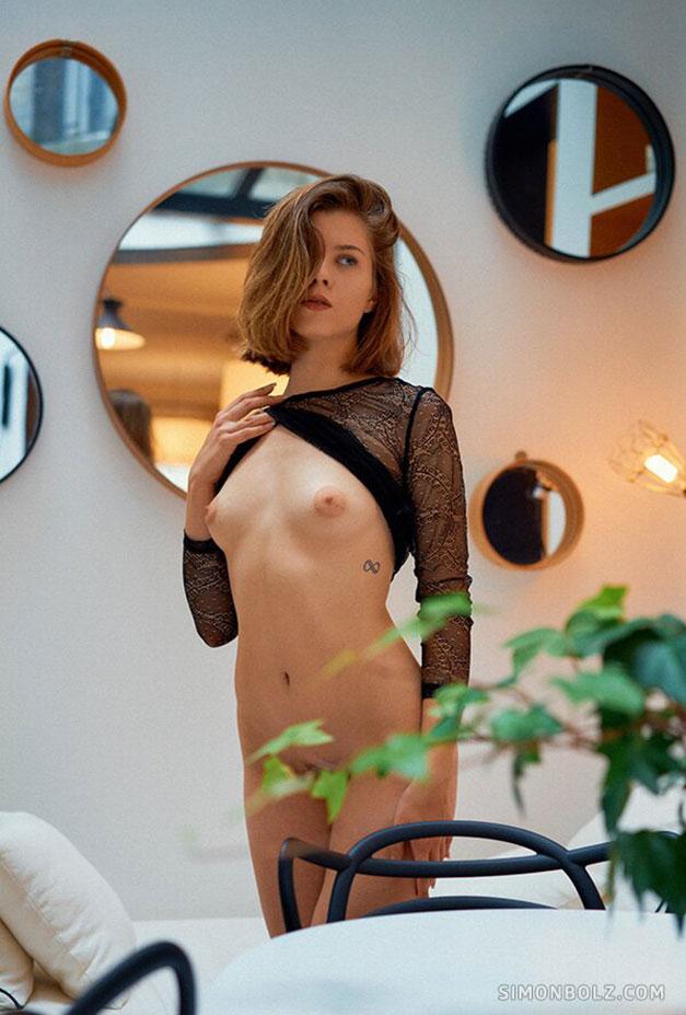 Елена Волкова - голая, готова к выходу на прогулку / фото 04