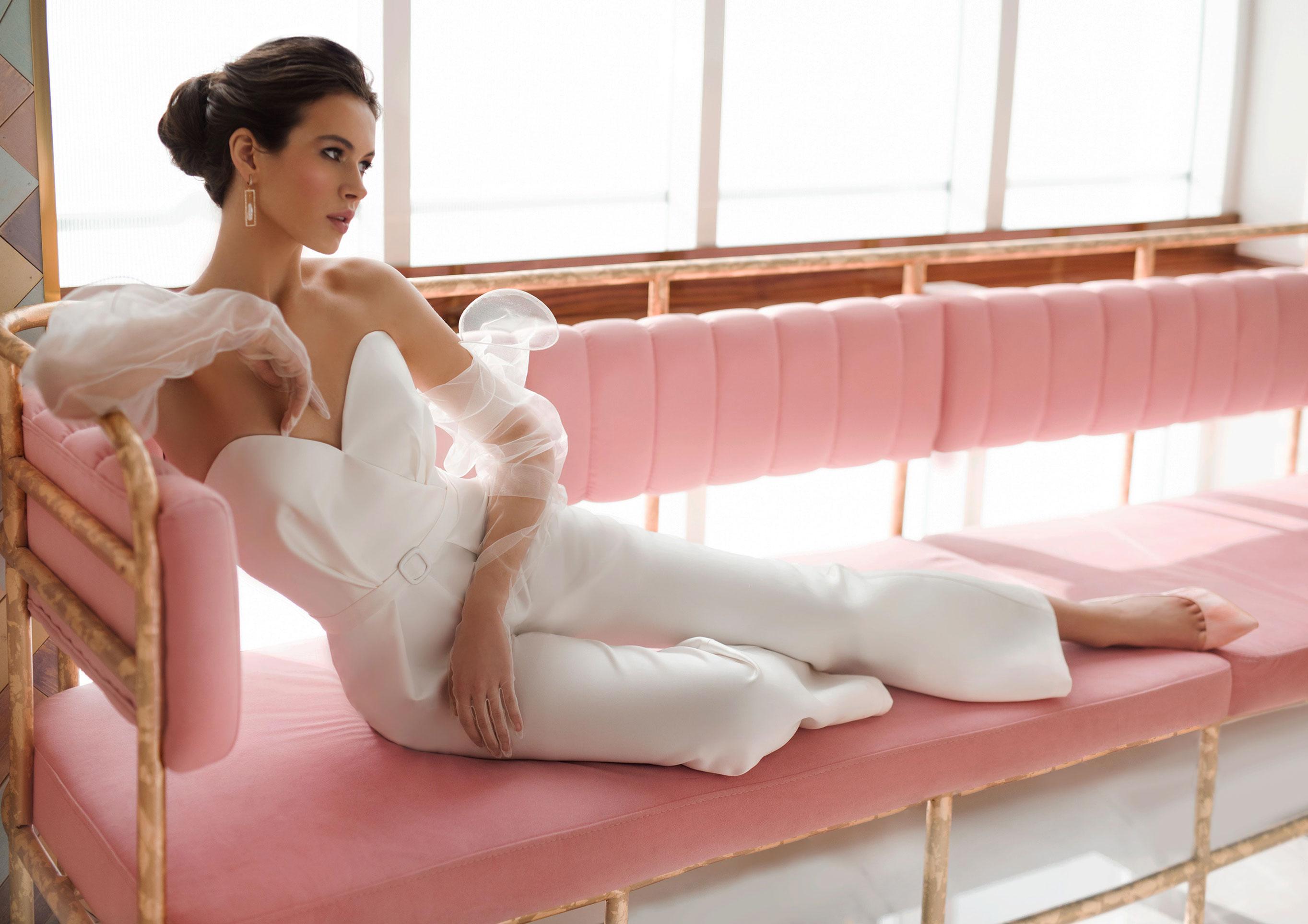 Ксения Саладуха в свадебных нарядах Ave Wedding, весна-лето 2019 / фото 01