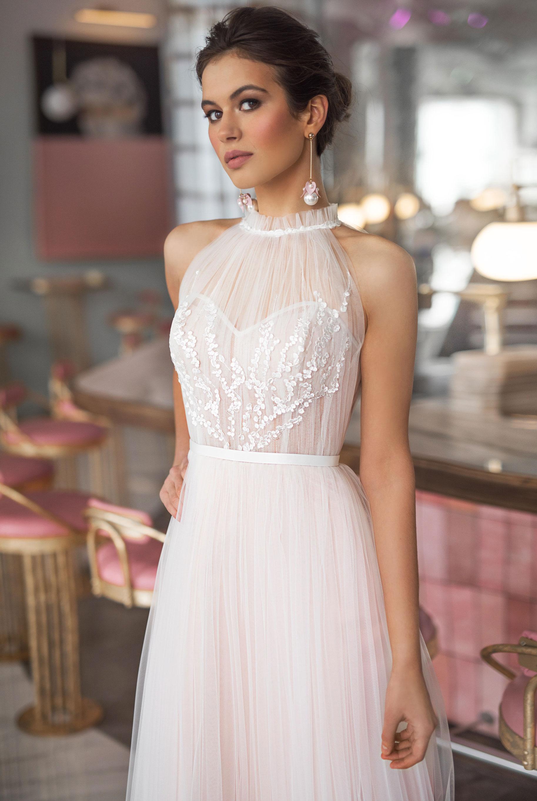 Ксения Саладуха в свадебных нарядах Ave Wedding, весна-лето 2019 / фото 02