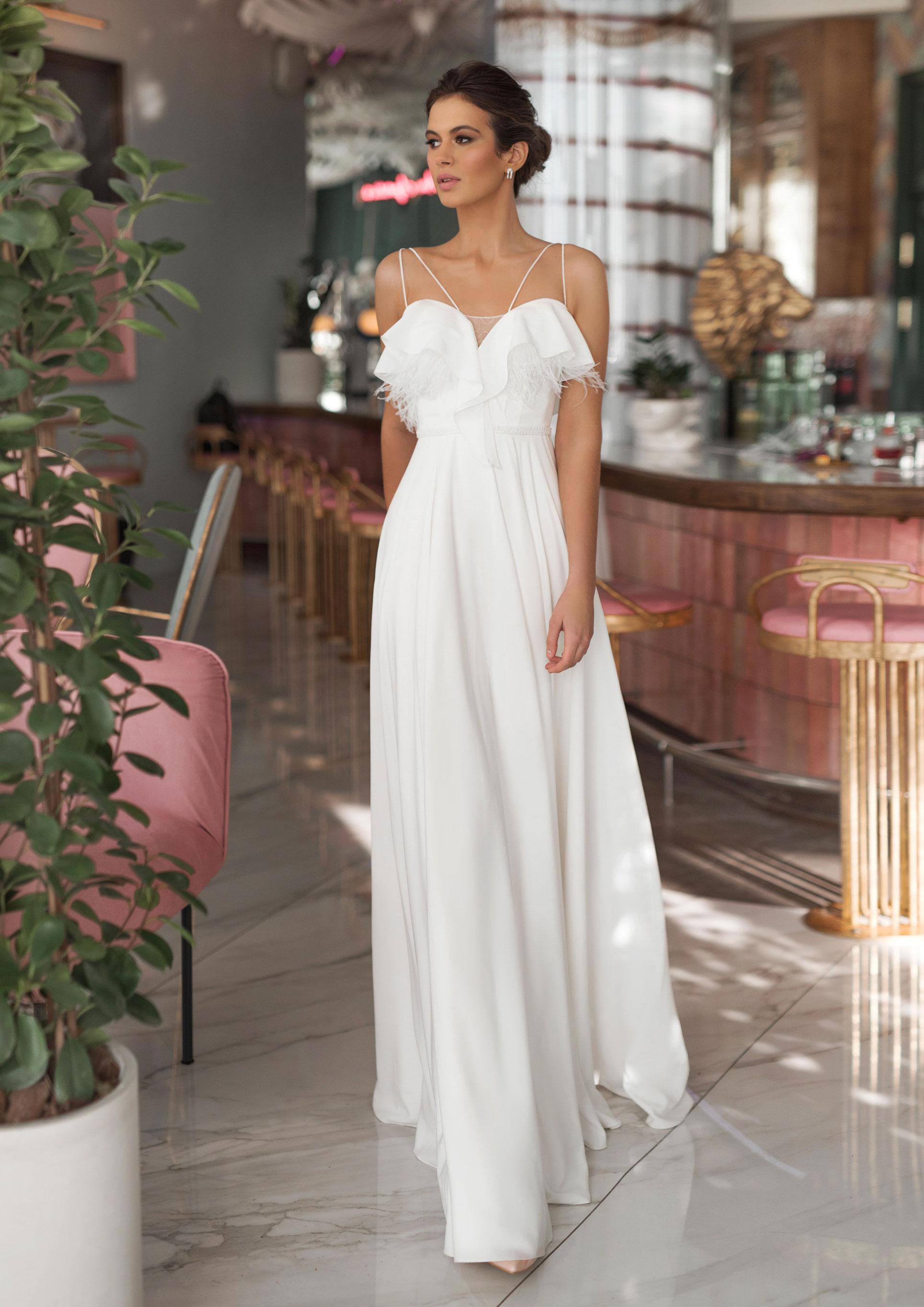 Ксения Саладуха в свадебных нарядах Ave Wedding, весна-лето 2019 / фото 03