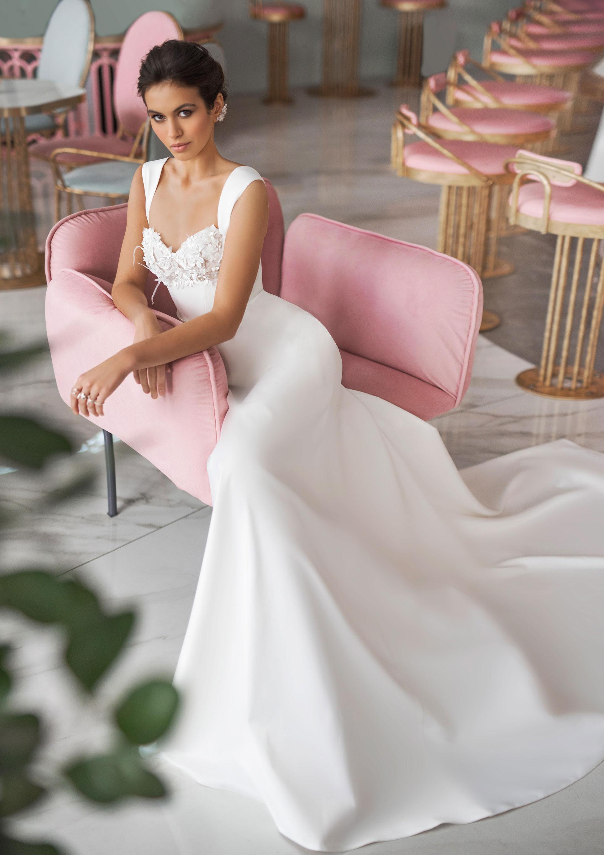 Ксения Саладуха в свадебных нарядах Ave Wedding, весна-лето 2019 / фото 04