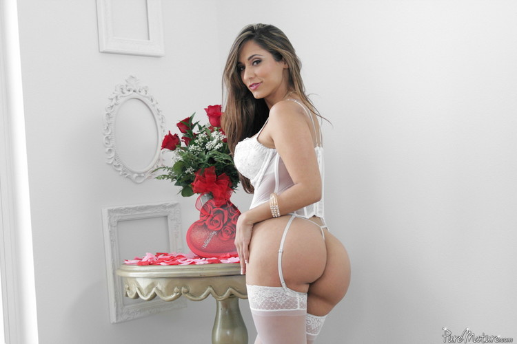 Reena Sky ~ Valentine Vixen ~ PureMature ~ SD 480p