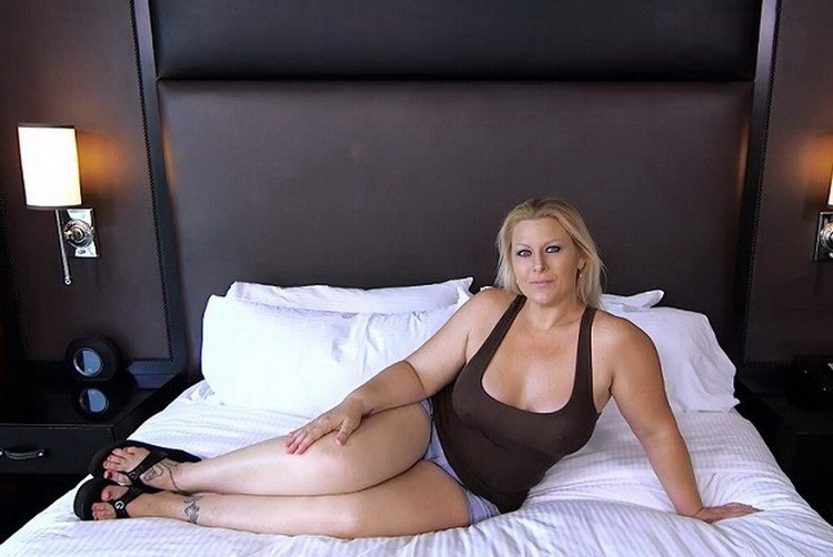Selah ~ Thick MILF gets double dick ~ MomPov ~ SD 404p