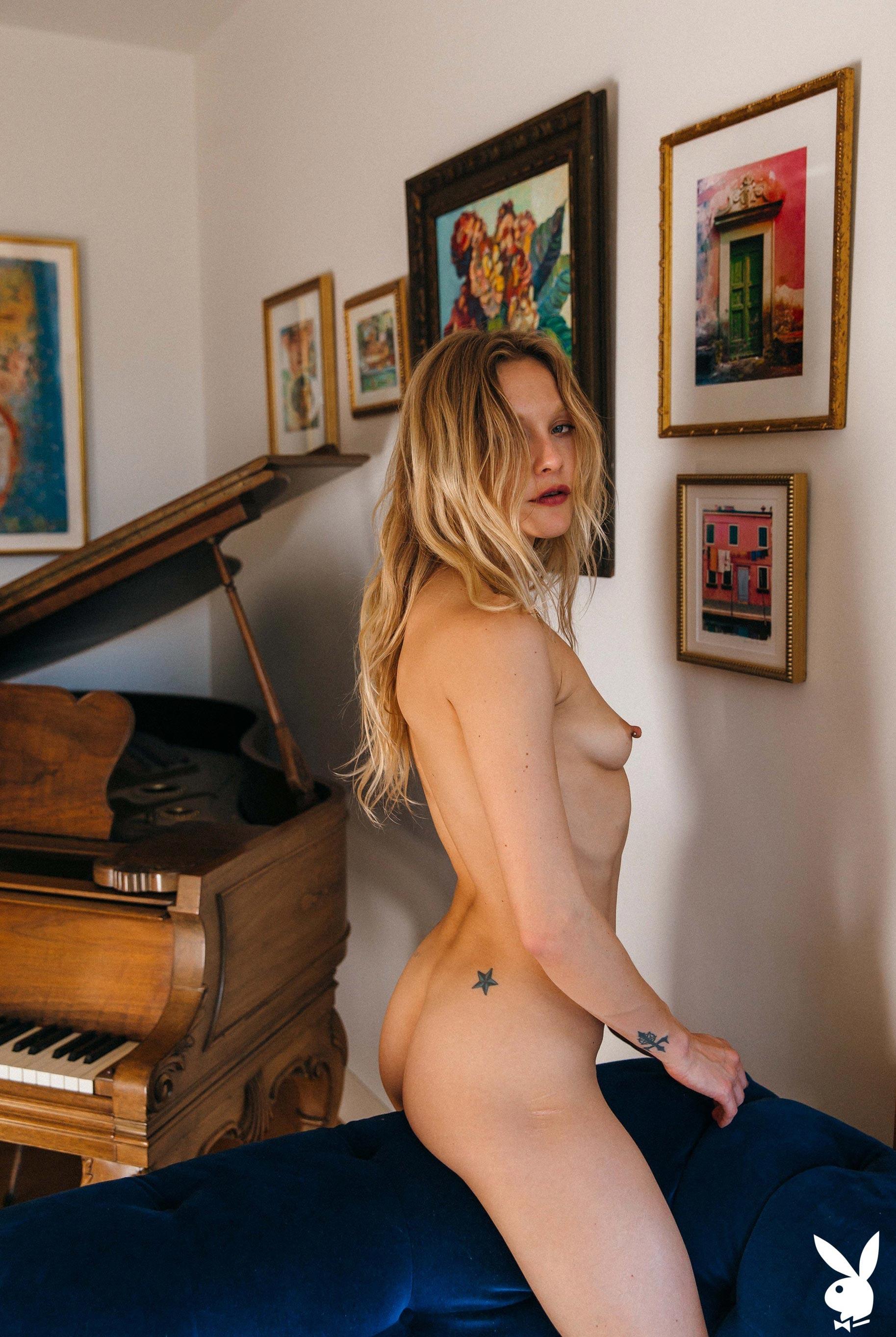 студентка и модель, голая у пианино / фото 11